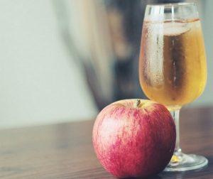 Les chiens peuvent-ils boire du jus de pomme ?